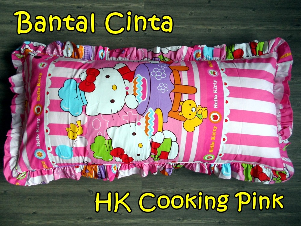 Bantal Cinta Hello Kitty Cooking Pink